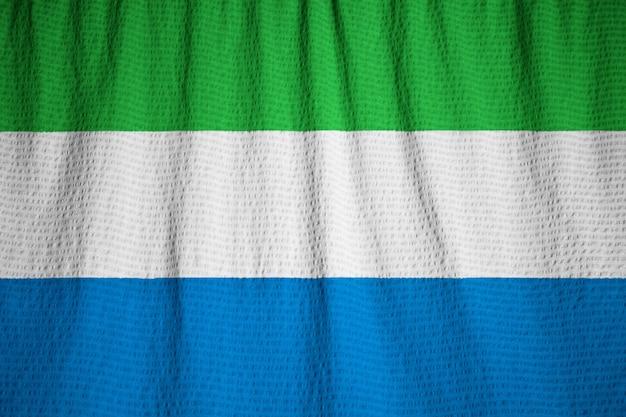 Closeup da bandeira de serra leoa, bandeira de serra leoa, soprando no vento