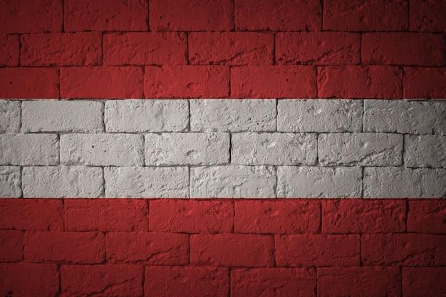 Closeup da bandeira do grunge da áustria. bandeira com proporções originais