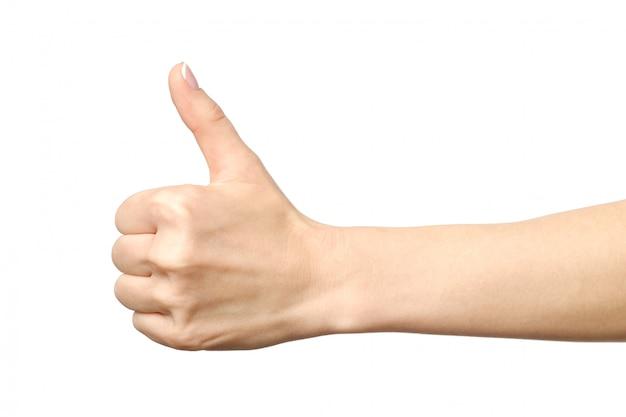 Closeup da mão feminina, mostrando os polegares para cima o sinal