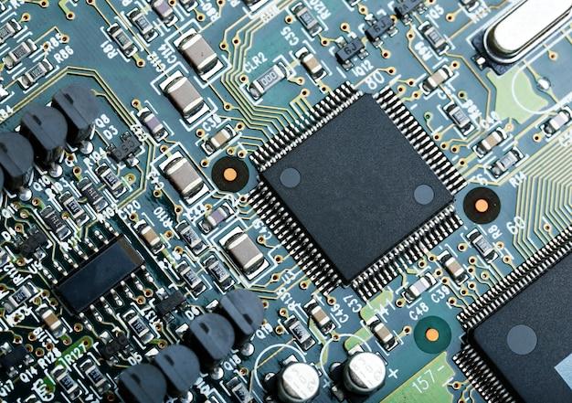 Closeup da placa de circuito eletrônico com cpu microchip componentes eletrônicos de fundo