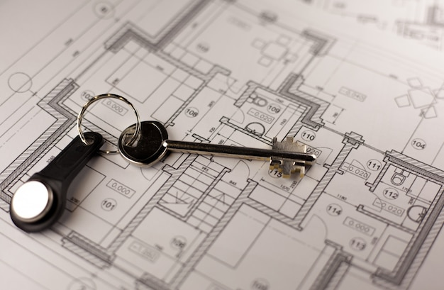 Closeup de chave na planta da casa
