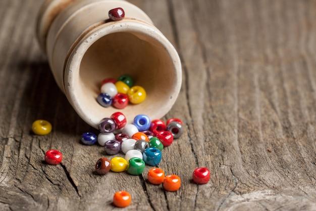 Closeup de contas de vidro colorido
