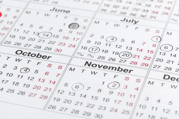 Closeup de datas na página de calendário