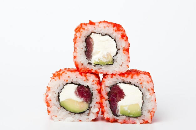 Closeup de deliciosa comida japonesa com sushi roll.