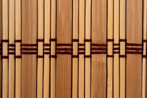 Closeup de esteira de bambu natural rústico marrom