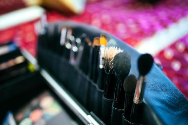 Closeup, de, ferramentas maquiagem, em, seu, suporte