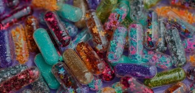 Closeup, de, glittery, shimmery, brilhante, pílulas, cápsula, fundo