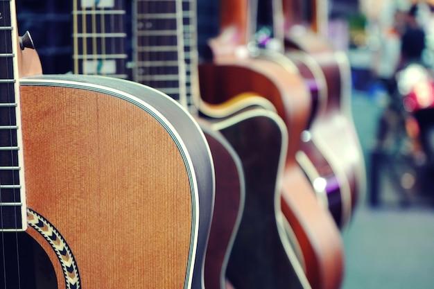 Closeup de guitarra acústica com cópia espaço closeup