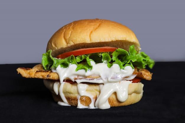 Closeup de hambúrguer de filé de frango