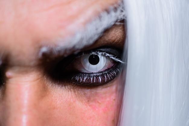 Closeup de horror de maquiagem de halloween halloween make up assustador conceito outubro halloween man with dark