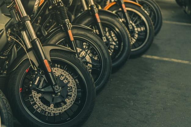 Closeup, de, novo, motocicleta, roda dianteira