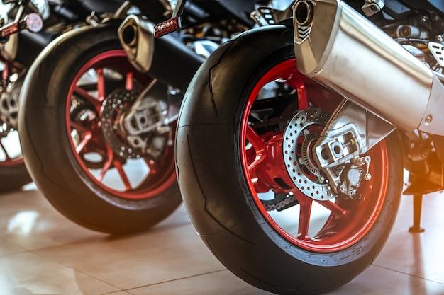 Closeup, de, novo, motocicleta, roda traseira
