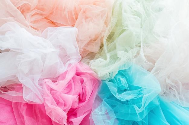 Closeup de pano de tule brilhante e colorido