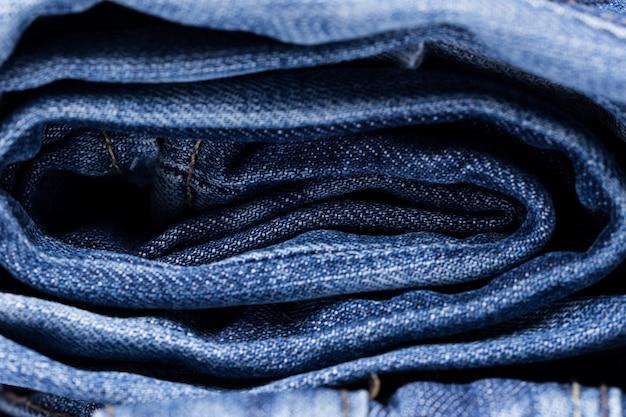 Closeup de pilha de jeans