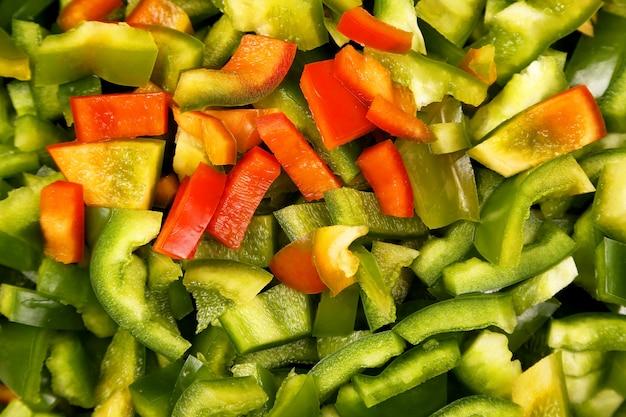Closeup de pimentão finamente picado. alimentos vitamínicos úteis