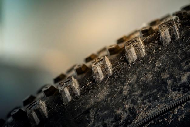 Closeup de pneu de bicicleta de montanha. peças de bicicleta