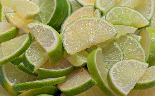 Closeup de porção de limão fatiado
