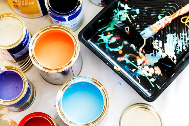 Closeup de renovação de pintura de casa