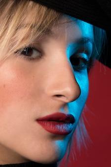 Closeup de retrato de mulher bonita