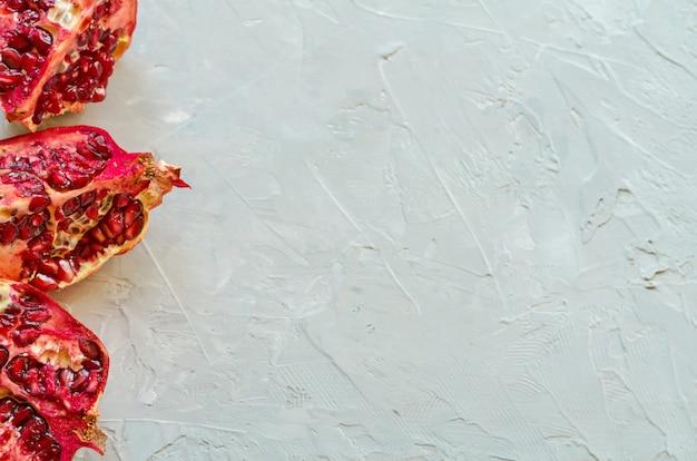 Closeup de romãs maduras vermelhas