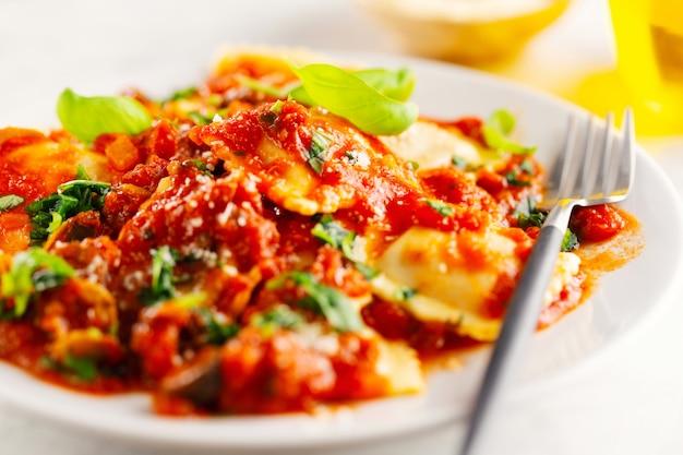 Closeup de saboroso ravioli italiano