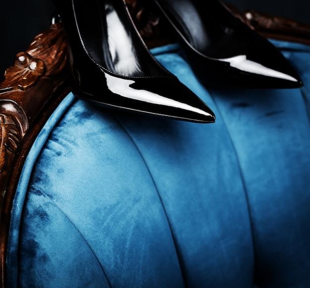 Closeup de sapatos femininos pretos