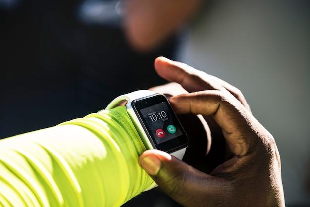 Closeup, de, smartwatch, ligado, um, pulso
