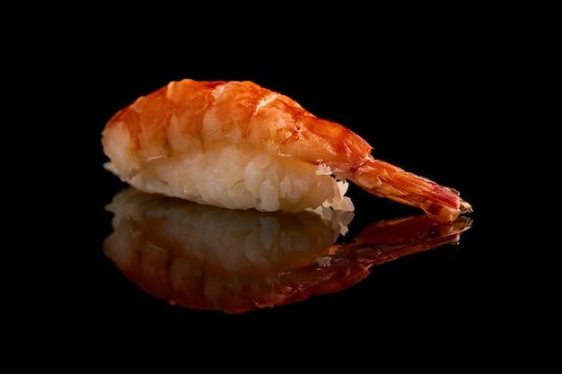 Closeup de sushi isolado