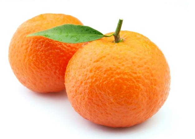 Closeup de tangerinas em gotas de água