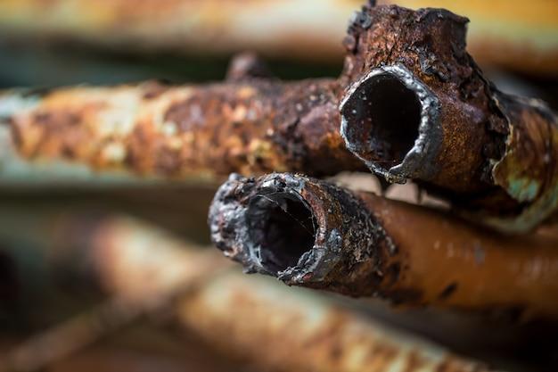Closeup de tubos enferrujados