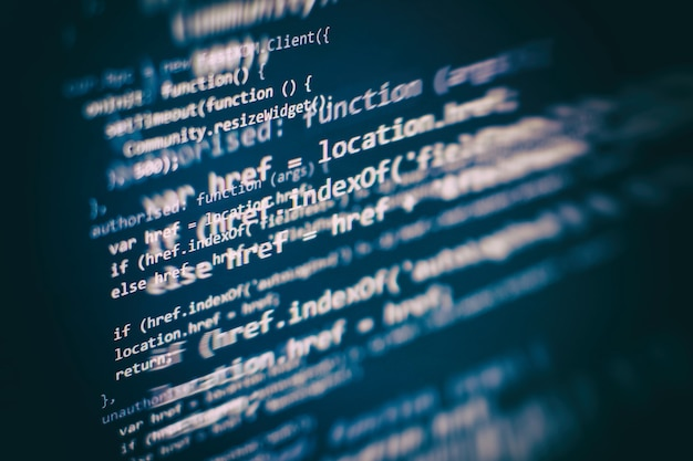 Closeup desenvolvendo tecnologias de programação e codificação. desenvolvedor trabalhando em códigos de web sites em escritório.