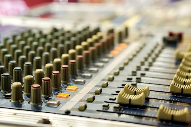 Closeup, e, colheita, de, botões, com, botão, de, som, misturador música, painel controle