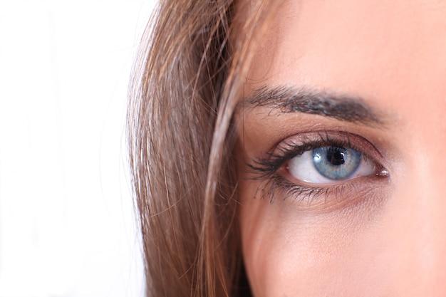 Closeup em lindos olhos azuis