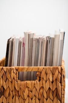 Closeup imagem de revistas em uma caixa