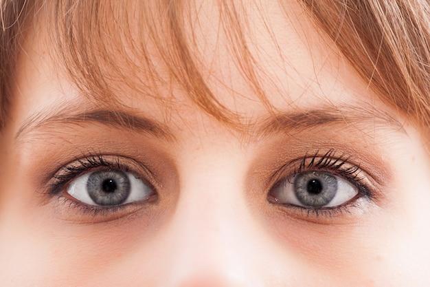 Closeup, jovem, mulher, olho azul, dia, maquilagem
