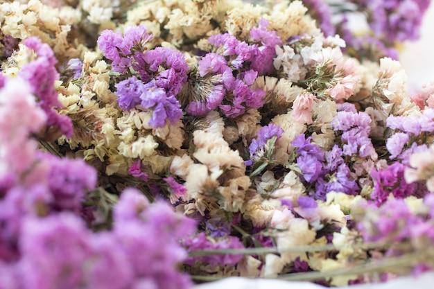 Closeup lindo buquê vintage de flores secas
