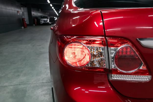 Closeup luz traseira moderna, lâmpada de carro