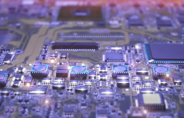 Closeup na placa eletrônica na oficina de hardware