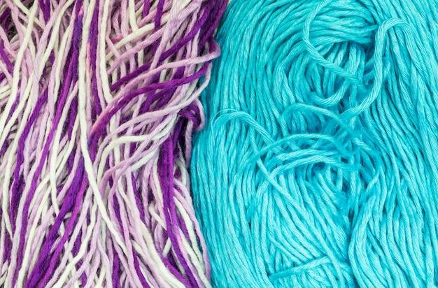 Closeup pilha de fios coloridos textura de fundo
