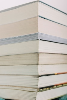 Closeup pilha de livros