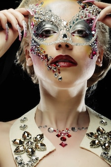 Closeup retrato de mulher com maquiagem artística
