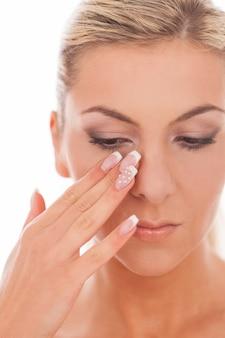Closeup retrato de mulher com maquiagem do dia