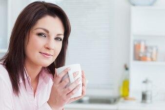 Closeup, retrato, de, mulher, com, xícara café