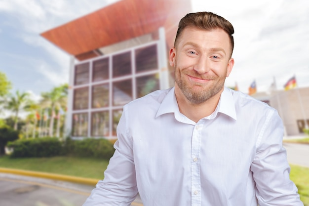Closeup retrato jovem homem engraçado