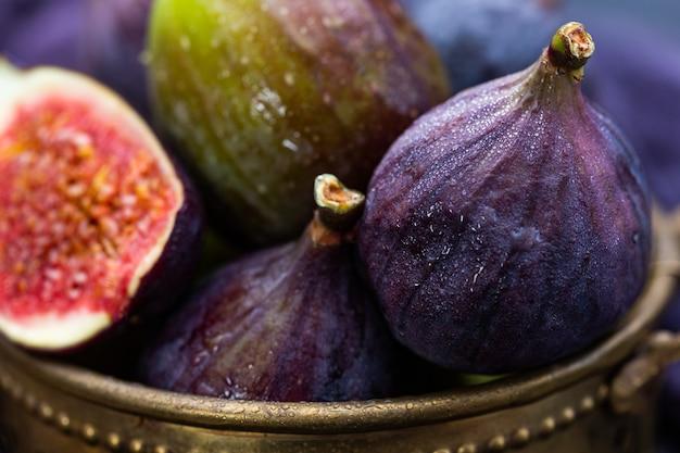 Closeup tiro de figo fresco em uma cesta