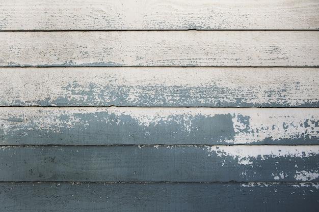 Closeup tiro de pranchas de madeira pintadas pela metade