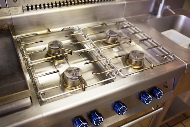 Closeup tiro de queimador de fogão a gás de cozinha