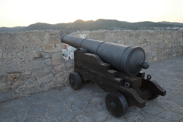 Closeup tiro de um canhão em um forte