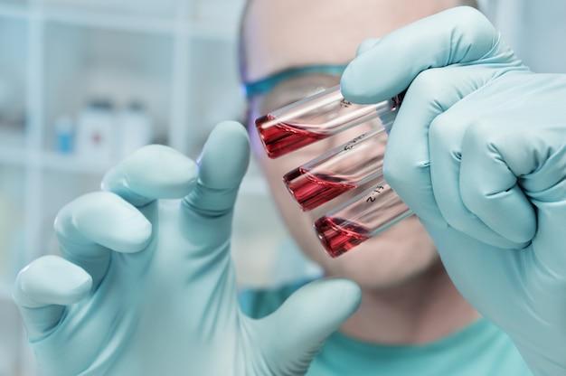 Closeup três amostras médicas