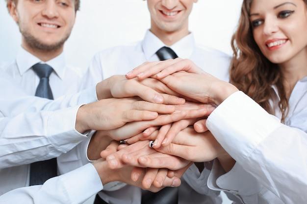Closeup .uma equipe de negócios bem sucedida e profissional. o conceito de trabalho em equipe.